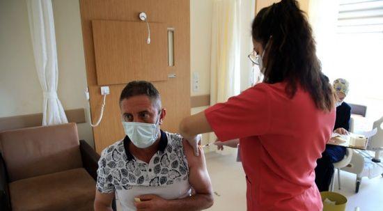 Bakan Koca duyurdu: Son 24 saatte 449 bin 684 doz aşı