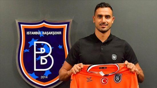 Başakşehir, Nacer Chadli ile olan sözleşmesini 2 yıllığına uzattı