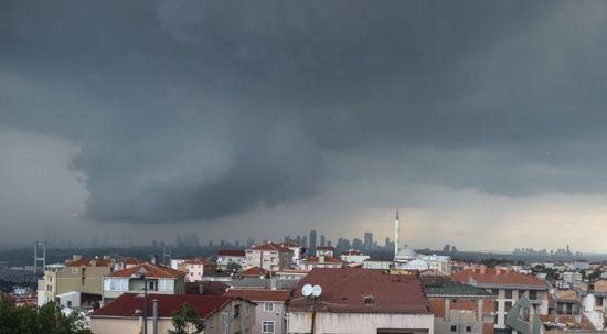 Gün geceye döndü, İstanbul'da sağanak etkili oldu