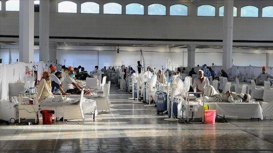Hindistan'da koronavirüsten 3 bin 303 kişi hayatını kaybetti