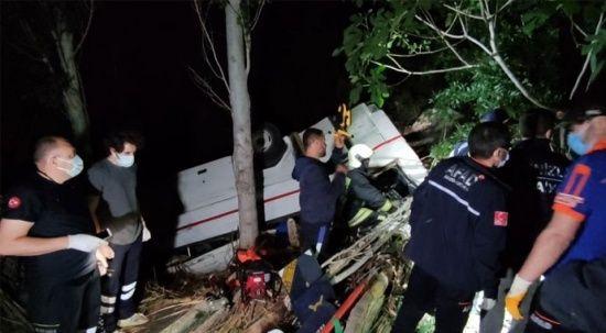 İki araç uçuruma yuvarlandı: 3 ölü, 5 yaralı