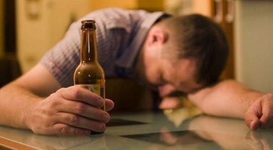 """İngiltere'de araştırma: Alkol için """"güvenli"""" miktar yok! Azı da sağlığa zararlı..."""