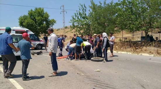 İzmir'de feci kaza: 1 kişi öldü, 17 tarım işçisi yaralandı
