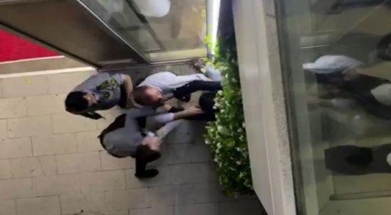 Özel güvenlik görevlileri nöbetten dönen doktoru darp etti