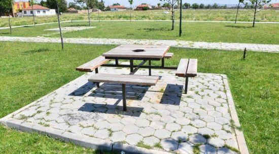 Pes dedirten hırsızlık: Piknik masasını söktüler!