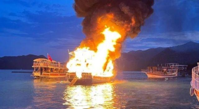 17 metrelik tur teknesi küle döndü