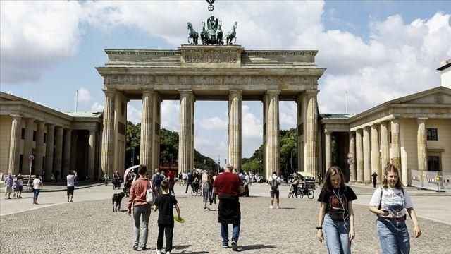 Almanya 1 Ağustos'tan itibaren ülkeye dönenlerden test isteyecek