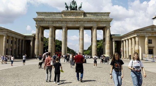 Almanya'da Covid-19 vaka sayısı artıyor