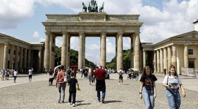 Almanya'da 'günde 100 bin vaka' uyarısı