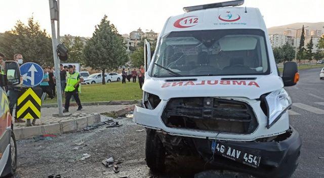 Ambulans otomobille çarpıştı, yaralılar var