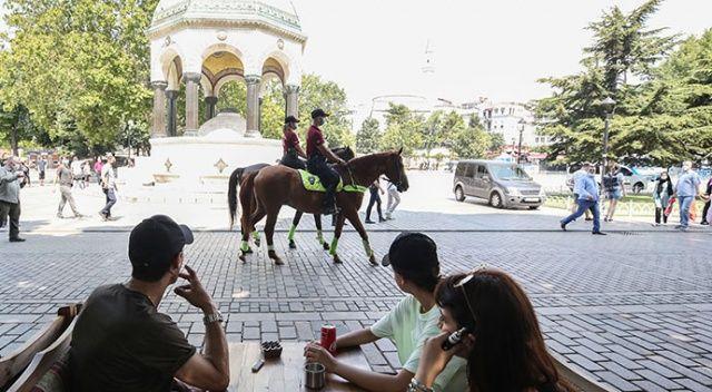 Atlı polisler Sultanahmet Meydanı'nda