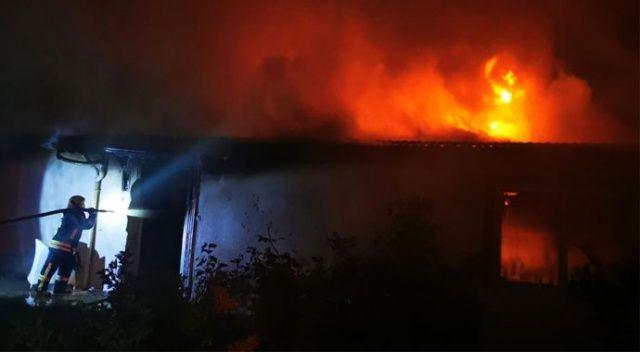 Ayrılmak istemedi, 3 çocuğunun yaşadığı evini yaktı