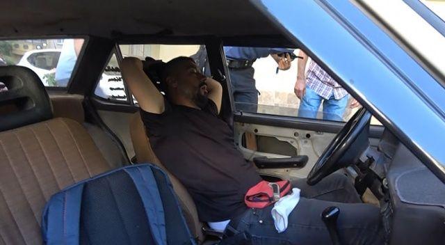 Bursa'da ilginç olay: Tanımadığı adamı aracında uyurken buldu