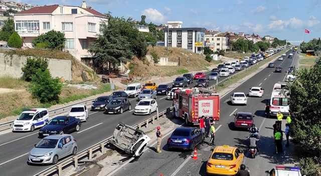 Büyükçekmece'de 2 araç çarpıştı, 6 kişi yaralandı
