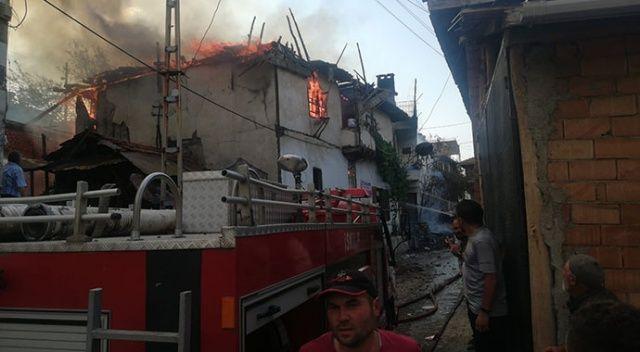 Çorum'da bayram günü 3 ev yandı