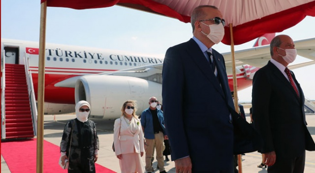 Cumhurbaşkanı Erdoğan KKTC'de! Resmi törenle karşılandı