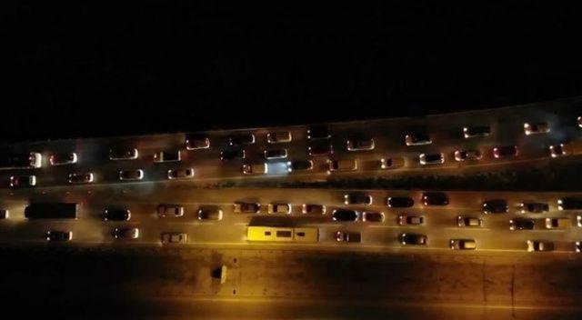 Dönüş trafiği başladı! Araç kuyruğu 15 kilometreyi buldu
