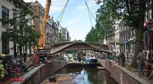 Dünyada ilk: 3D yazıcıyla yapılmış ilk çelik köprü