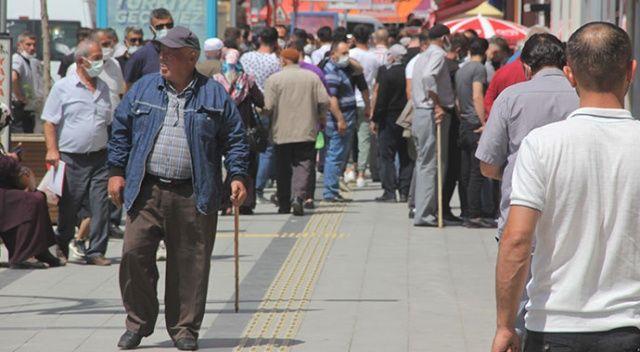 En yoğun günlerini yaşıyor: Bayburt'un nüfusu ikiye katlandı