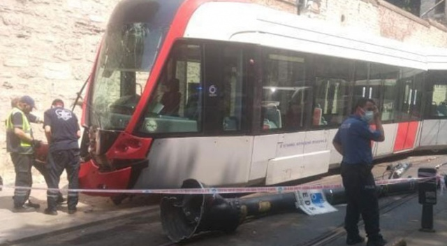 Gülhane Parkı önünde tramvay raydan çıktı