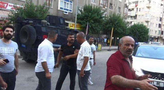 Husumetliler sokakta çatıştı: Yaralılar ve çok sayıda gözaltı var