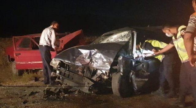 İki otomobil kafa kafaya çarpıştı: 6 kişi yaralı
