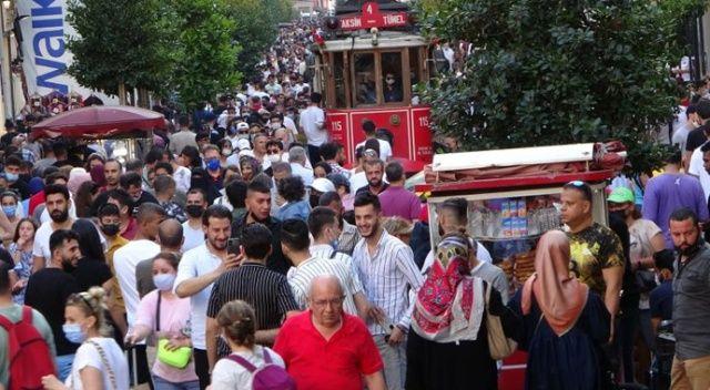 İstiklal Caddesi hınca hınç doldu