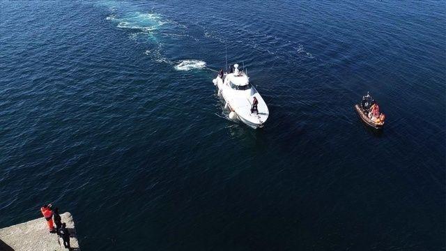 Kaş açıklarında 45 kişinin bulunduğu tekne battı