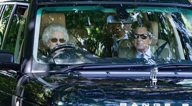 Kraliçe Elizabeth 95 yaşında direksiyon başında