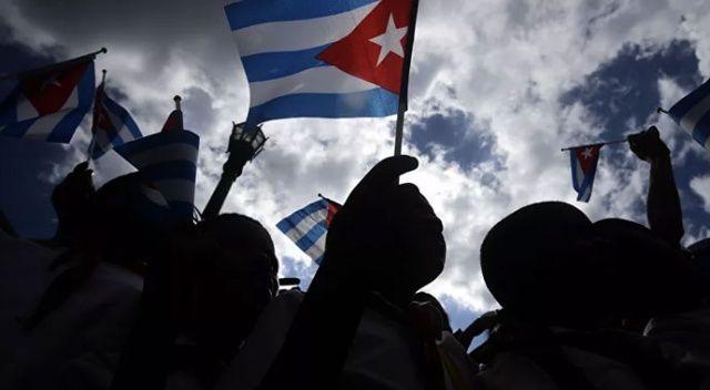 Küba'da olaylar durmuyor! Paris Büyükelçiliğine molotof kokteylli saldırı