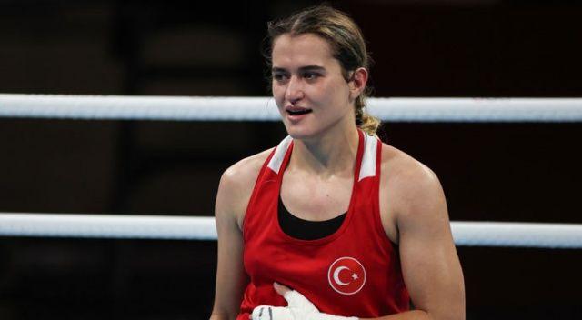 Milli boksör Esra Yıldız çeyrek finale yükseldi