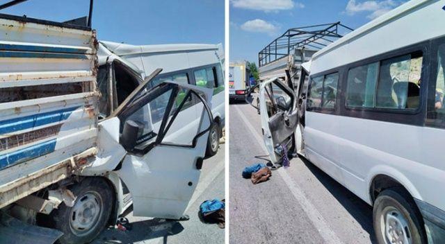 Minibüs kamyonete çarptı: 17 kişi yaralandı