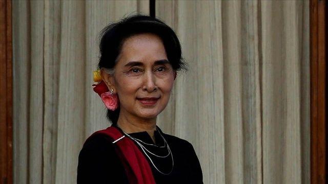 Myanmar'ın devrik lideri gözaltında koronavirüs aşısı oldu