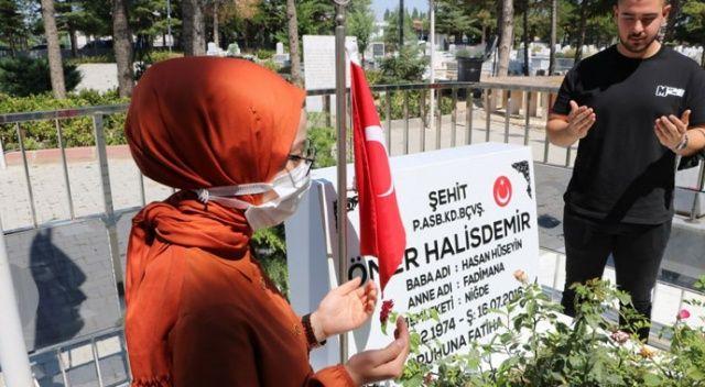 Ömer Halisdemir'in mezarı ziyaretçi akınına uğruyor