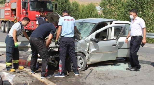 Otomobil bariyerlere çarptı: Yaralılar var