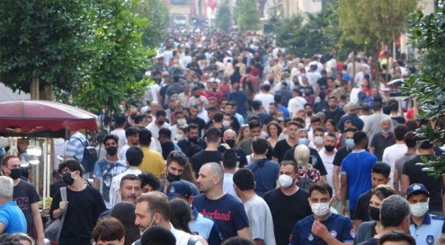 Taksim doldu taştı! Sosyal mesafe kuralları hiçe sayıldı