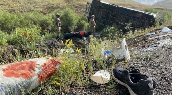 Ağrı'da feci kaza: 1 ölü, 27 yaralı
