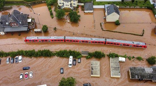 Almanya ve Belçika'da yaşanan sel felaketinde bilanço artıyor