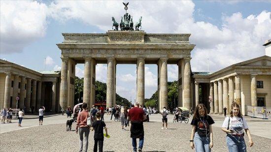 Avrupa'da artan korona vakaları kısıtlamaları geri getiriyor