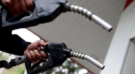 Benzinin litresine 17 kuruş zam