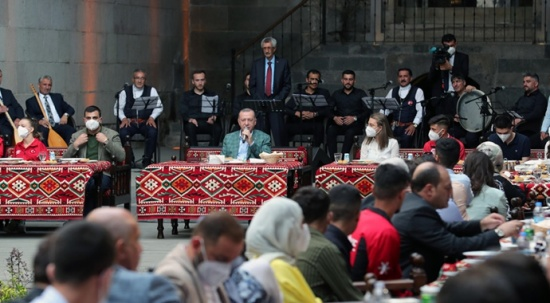 Cumhurbaşkanı Erdoğan, Çifte Minareli Medrese'de gençlerle buluştu