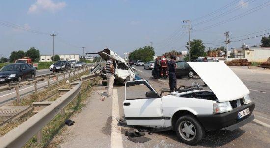 D100'de feci kaza, otomobil ikiye bölündü: 6 yaralı