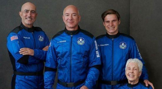 Dünyanın en zengin insanı Jeff Bezos'un uzay yolculuğu gerçekleşti