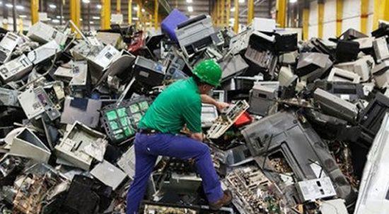 Elektronik atıkla birlikte yüzlerce kilo altın çöpte