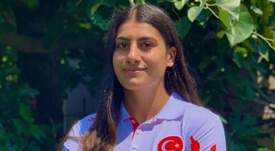 Güreş Şampiyonası'nda Türk rüzgarı: Melisa Sarıtaç, altın madalya kazandı