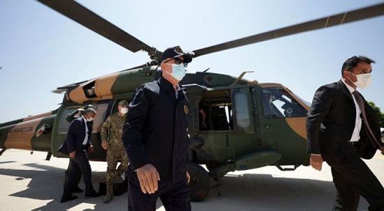 Hulusi Akar'ı taşıyan uçak acil iniş yaptı