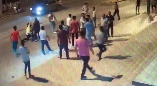 Husumetliler sokak ortasında kavga etti: Yaralılar var