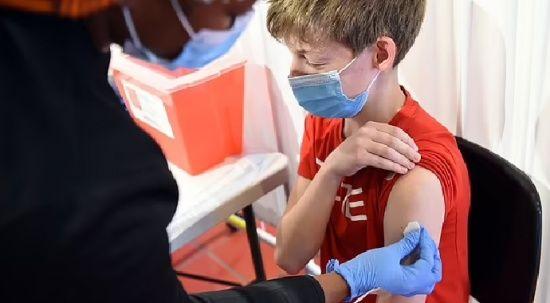 İngiltere aşı komitesi: Hassas çocuklara aşı yapılabilir