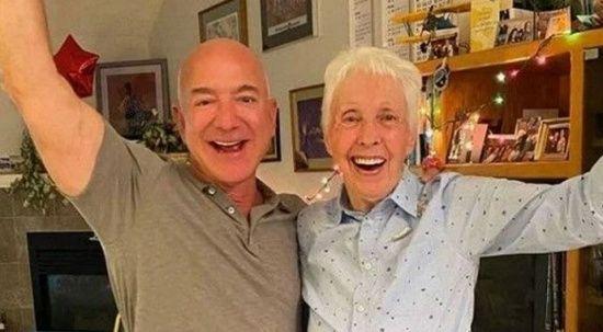 Jeff Bezos'a uzay yolculuğunda 'onur' komşusu