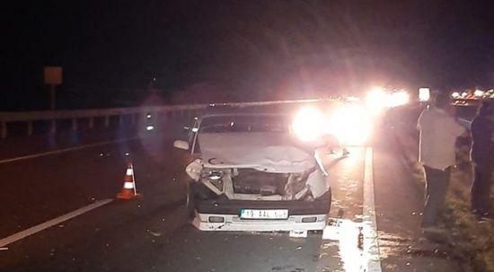 Kamyonet ile otomobil çarpıştı: Yaralılar var